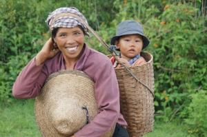 Die birmanische Version vom Baby-Björn