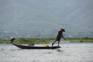 Einbeinruderer am Inle-See