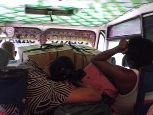 vollbeladener Bus auf Palawan