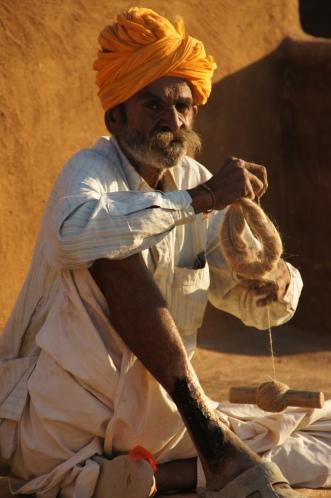 Mann mit Spindel in Kurhi