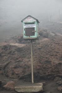 Briefkasten auf aktivem Vulkan