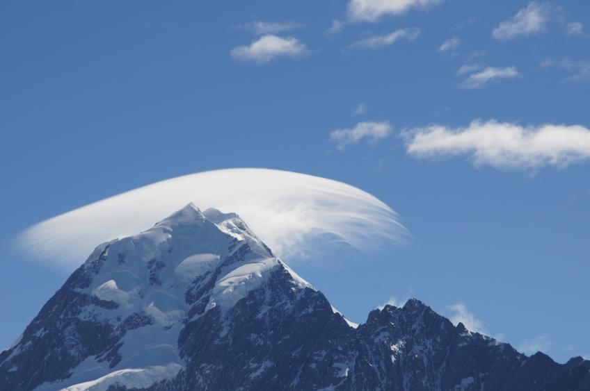 Mt Cook mit Wolke